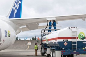 Biofuel Powers Boeing 787 Across The Pacific; green