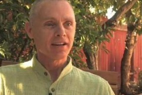 Adyashanti The teachings of Dyashanti (means primordial peace) are an open invitation to stop, inquire, and recognize what is true and liberating at the core of all existence.