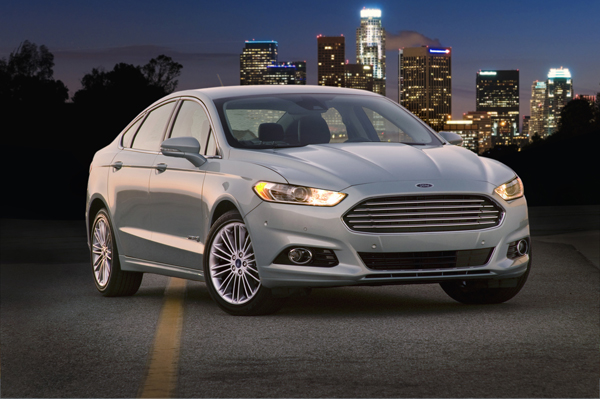 Ford Fusion Hybrid Gets Top Fuel Efficiency Marks