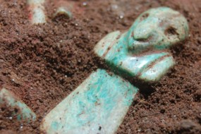 GUATEMALA CITY -- Archaeologists announced Thursday they have uncovered the tomb of a very early Mayan ruler, complete with rich jade jewelry and decoration.