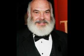 Founder and director of the Arizona Center for Integrative Medicine at the University of Arizona, Andrew Weil is noted for hia approach of combining conventional medicine with the alternative.
