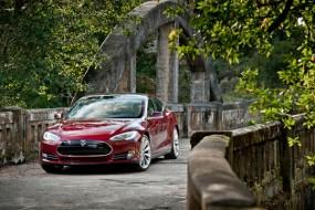 Tesla Motors Model S Gets Motor Trend's Biggest Award