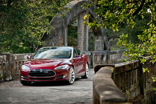 Tesla Motors Model S Gets Motor Trend's Biggest Award