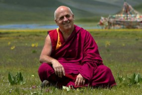 After training in biochemistry at the Institute Pasteur, Matthieu Ricard left science and moved to the Himalayas to pursue happiness and became a Buddhist monk.