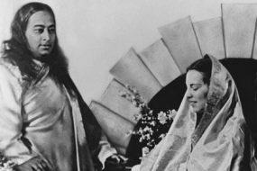 Paramahansa-Yogananda-&-Daya-Nata-awaken
