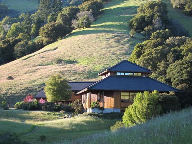 Spirit-Rock's-meditation-hall,-in-the-hills-of-Woodacre-awaken