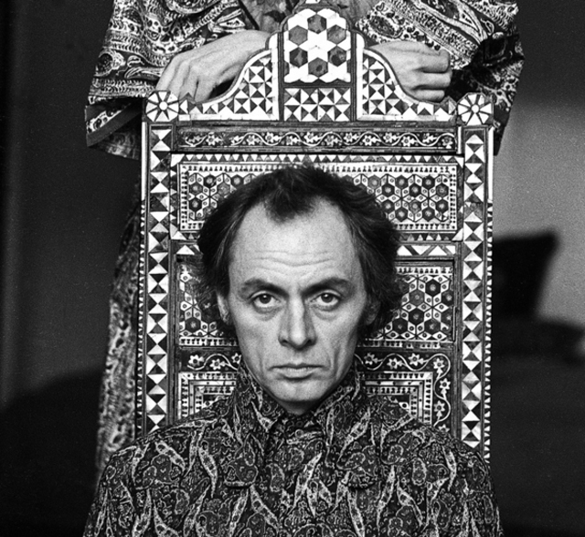 Psychology: Schizophrenia: R.D Laing - Essay Example