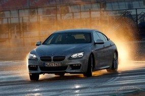 BMW_driverless_car-awaken