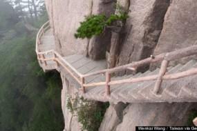 HUANGSHAN-STEPS-CHINA-AWAKEN