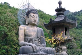 Korea-Sinheungsa-Bronze_Buddha-awaken