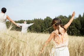 Group-Nature-Walks-Improve-Mental-Health-Awaken