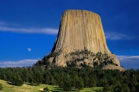 Devils-Tower,-Wyoming-Awaken