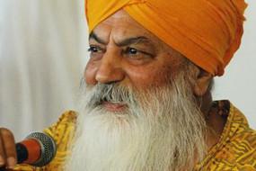 yb_gold_robe_orange_turban-awaken