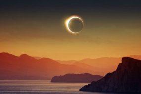 total-solar-eclipse-ocean-sunset-reality-awaken
