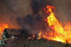 Wildfire_Grows_Rapidly_In_California-awaken