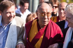 Eckhart_Tolle,_the_Dalai_Lama-awaken