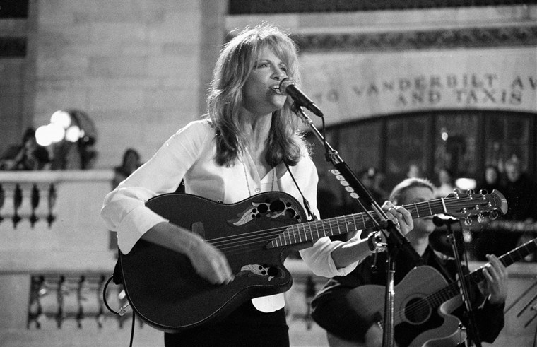 Carly Simon performing at Grand Central