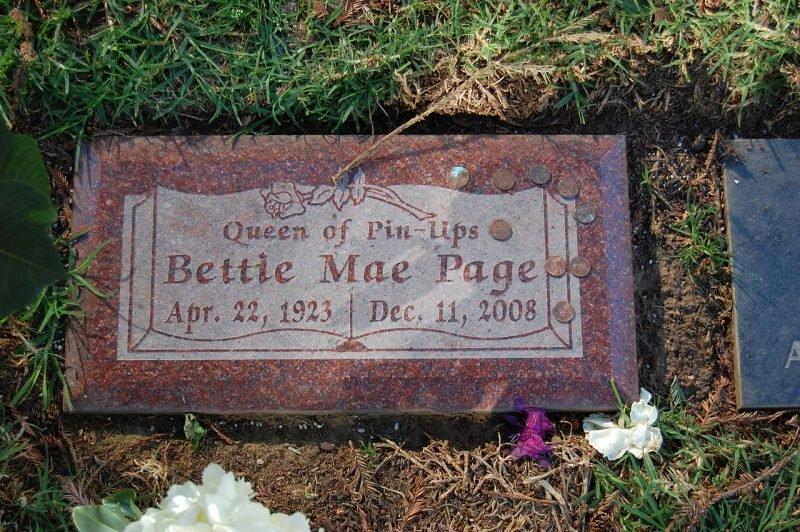 Tomb of Bettie Page Author: Meribona CC BY-SA 3.0