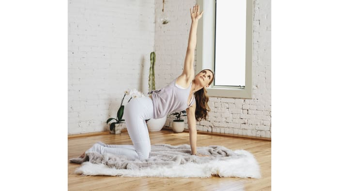 On an inhalation, lift your right arm up, and look up toward the sky. On an exhalation, lower your arm down. Do this for 1 minute, allowing your heart to open. Then, repeat on the other side.See alsoKundalini 101: A Yoga Practice for Quick Energy