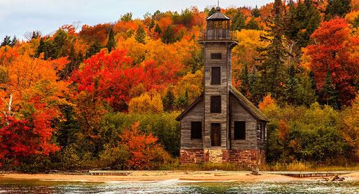 Grand-Island-East-Channel-Light-House,-Michigan,-USA-awaken