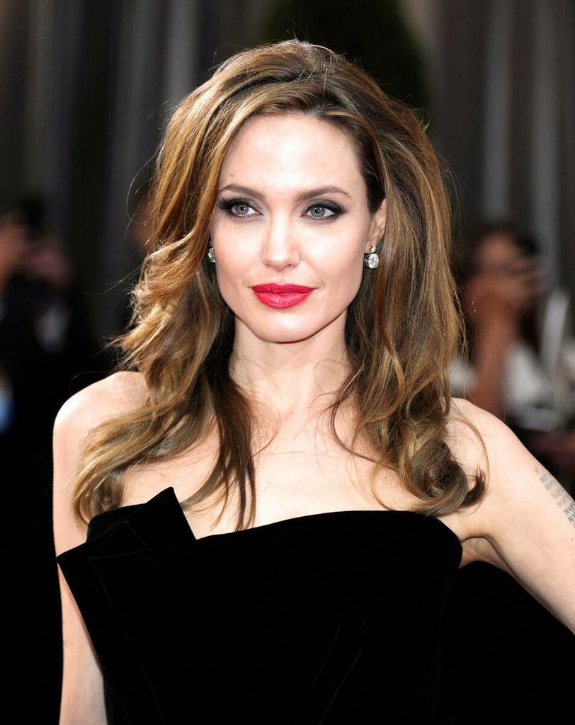 Angelina-Jolie-awaken