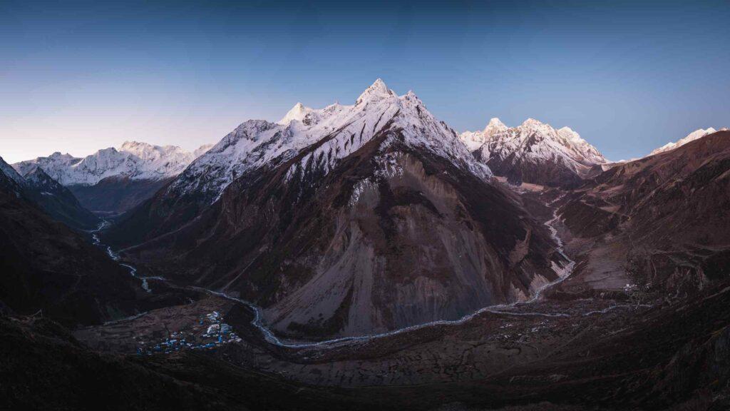 Manaslu (Nepal)-AWAKEN